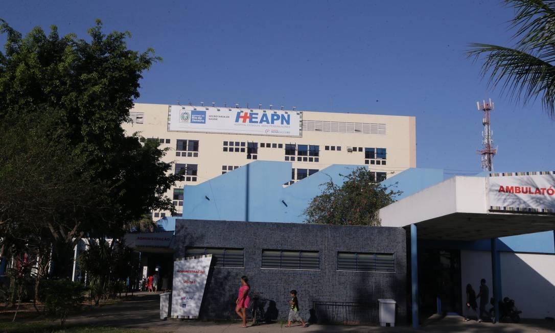 Hospital Adão Pereira Nunes, conhecido como Hospital Saracuruna, em Duque de Caxias Foto: Cléber Júnior / Agência O Globo
