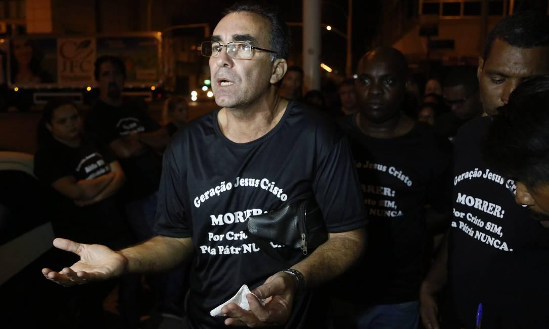 Pastor faz ataques racistas e homofóbicos, no Rio: Igreja não levanta placa para negro e veado