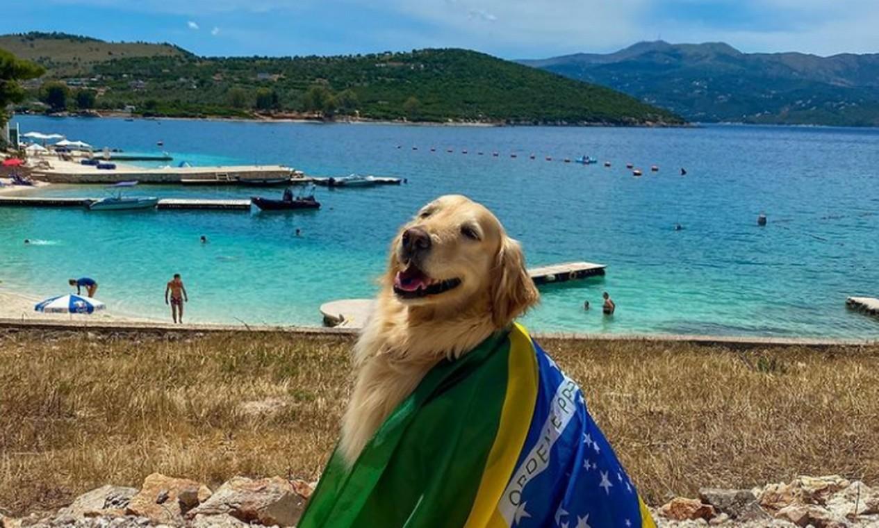 Carregando a bandeira do Brasil, Lilo em Albania Foto: Reprodução Instagram