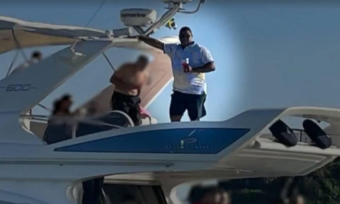 Glaidson Acácio dos Santos, preso na Operação Kryptos, curte passeio em iate avaliado em mais de R$ 3 milhões Foto: Reprodução / Agência O Globo
