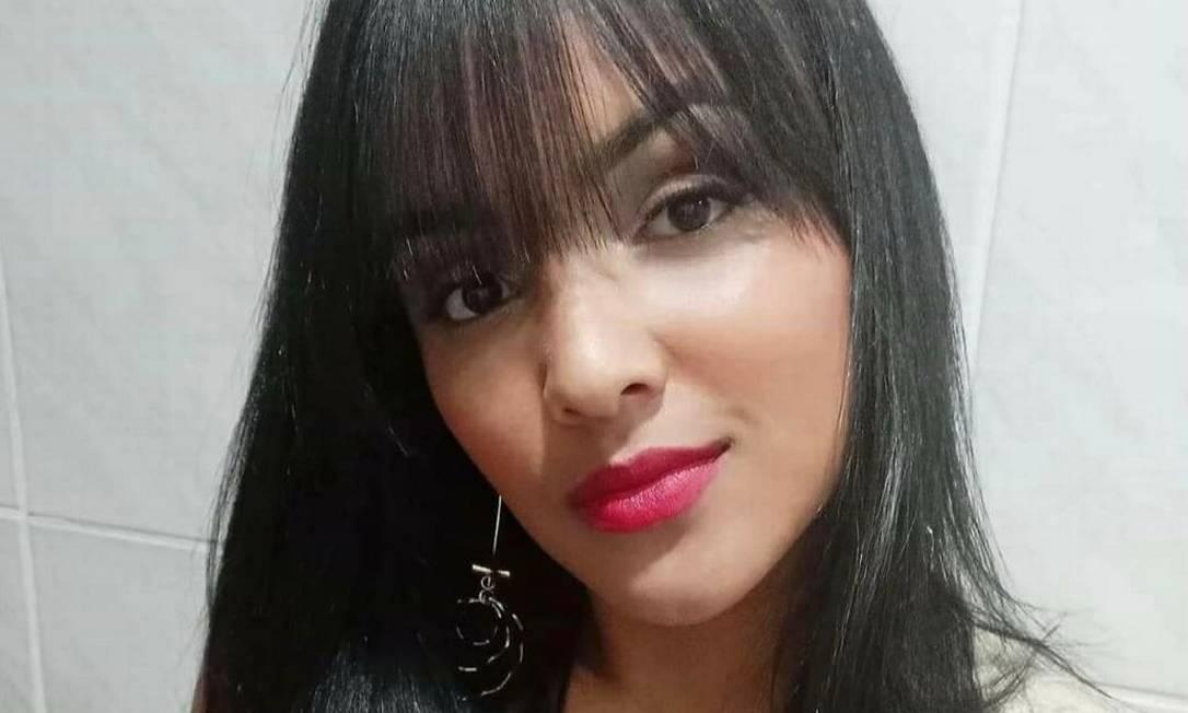 A advogada Larissa Duarte de Lima, de 23 anos, morreu após carro bater na moto em que estava Foto: Reprodução