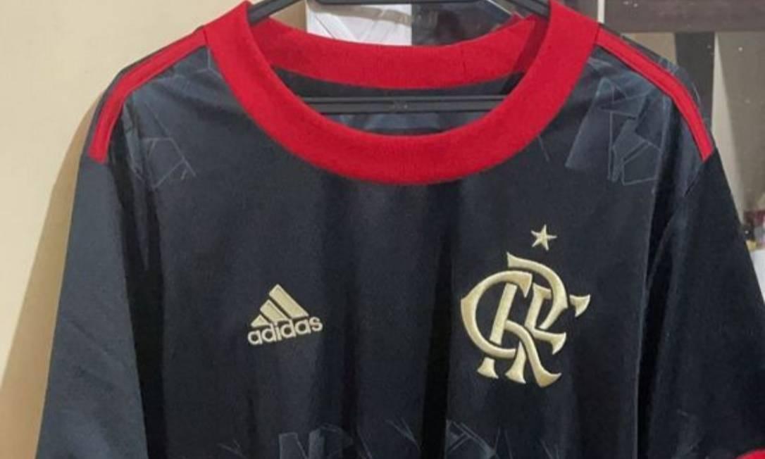 Camisa era oferecida nas redes antes de chegar nas lojas Foto: Reprodução