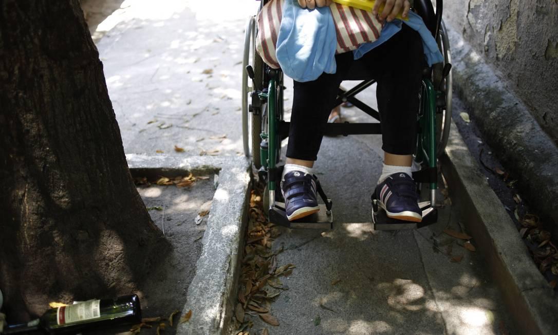 Oportunidades a pessoas com todos os tipos de deficiência no Brasil esbarram na questão da acessibilidade. Foto ilustrativa Foto: Paula Giolito em 4-12-2013 / Agência O GLOBO