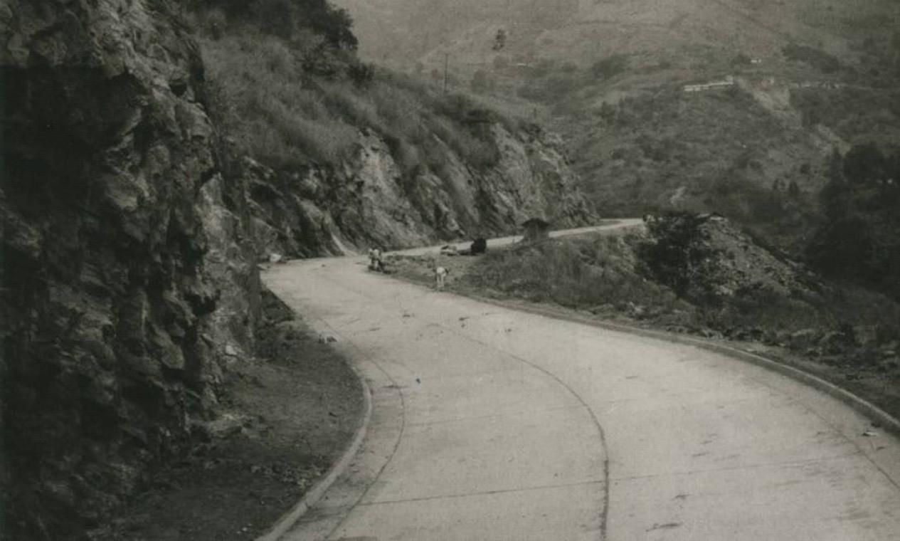 Atualmente uma das principais vias entre a Zona Norte e a Zona Oeste, a Estrada Grajaú-Jacarepaguá, cujo nome oficial é Avenida Menezes Cortes, foi construída entre as décadas de 1940 e 1950 Foto: Divulgação