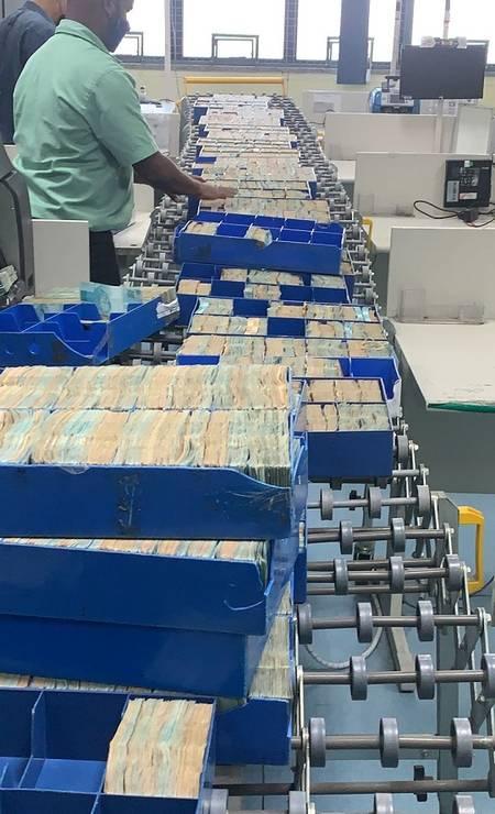 A PF afirma que foram apreendidos cerca de R$ 14 milhões e 100 libras esterlinas, em espécie Foto: Divulgação