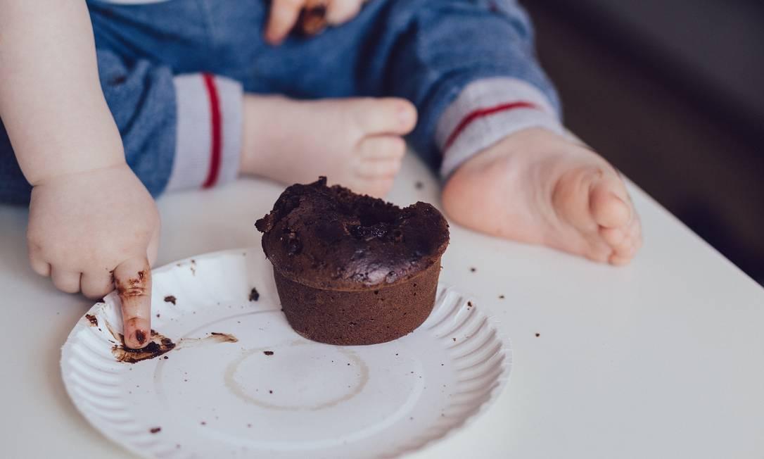 Açúcar só deve ser introduzido na dieta das crianças a partir dos 2 anos e em quantidades baixas. Foto: Pixabay