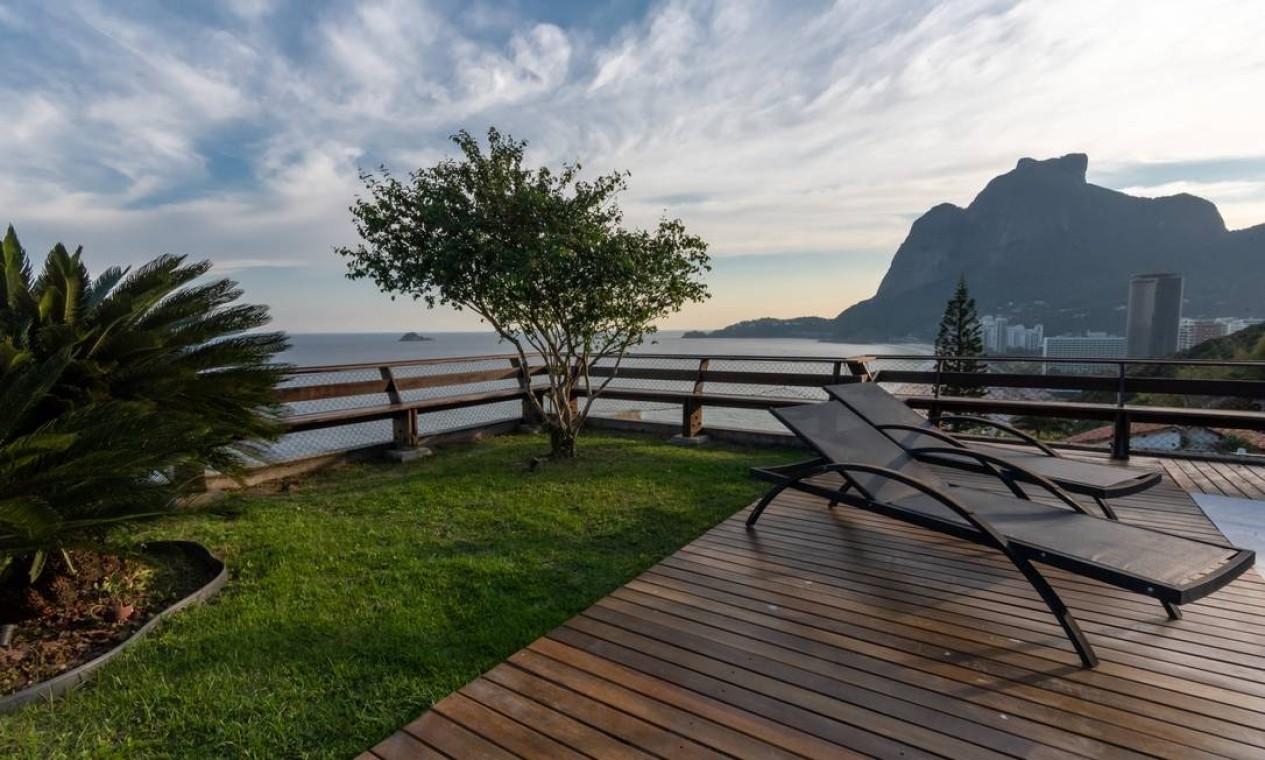 Do casarão situado na Avenida Niemeyer 550, pode-se contemplar a Pedra da Gávea Foto: Divulgação/ Mayra Nolasco