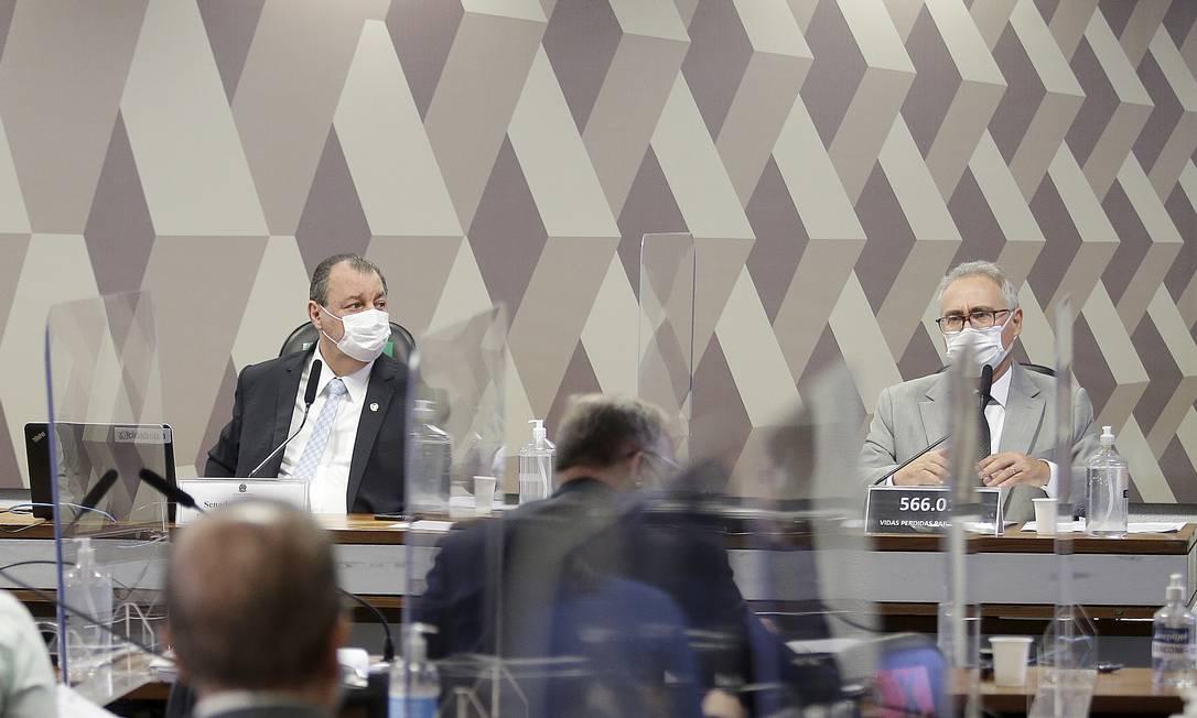 Os senadores Omar Aziz, presidente da CPI, Renan Calheiros, relator da comissão Foto: Cristiano Mariz / Agência O Globo