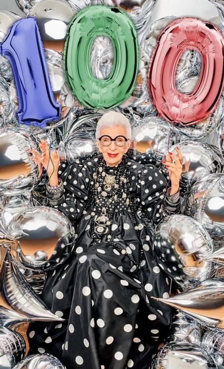 Iris Apfel completa 100 anos de vida neste domingo, e a melhor maneira de celebrar a data é relembrando seus looks marcantes Foto: Reprodução/Instagram