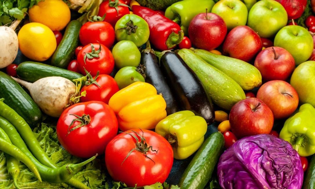 Os flavonoides, substâncias que dão cores brilhantes aos alimentos vegetais, podem ajudar a conter o esquecimento e a confusão observados na idade avançada Foto: Freepik