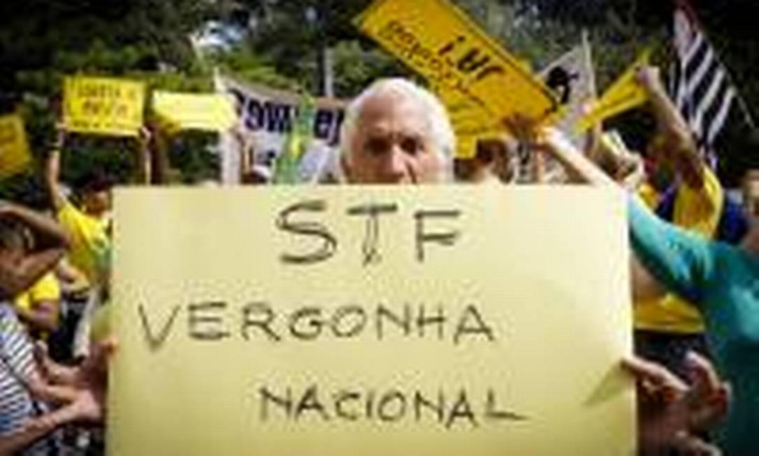 Manifestantes pró-Bolsonaro protestam contra o Supremo e seus ministros. Na foto, protesto na AV. Paulista, em São Paulo Foto: André Horta / Agência O Globo