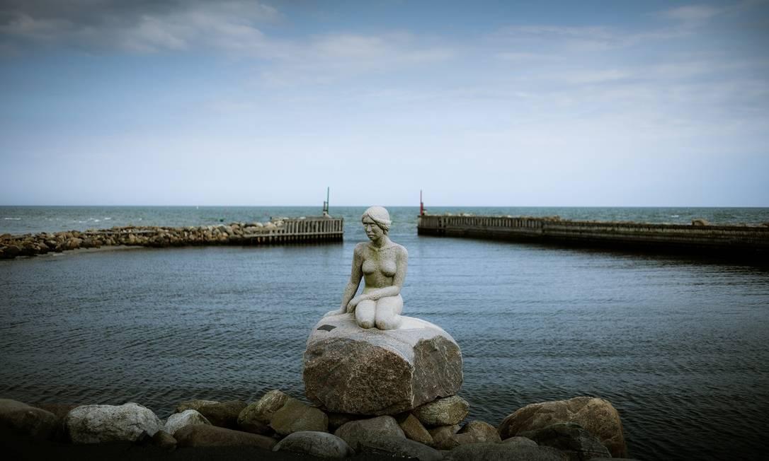 A Pequena Sereia de Asaa, vilarejo portuário na Dinamarca, que está no centro de uma disputa judicial com o espólio do escultor da estátua mais famosa, em Copenhague Foto: Carsten Snejbjerg / The New York Times