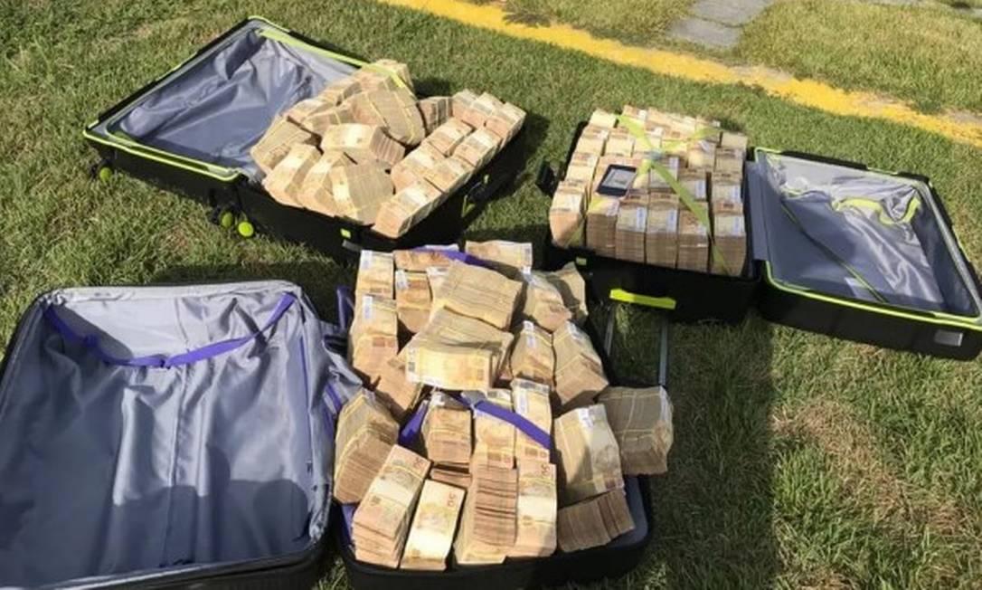 Três malas com cerca de R$ 7 milhoes apreendidas pela PF; GAS Consultoria tentou reaver o dinheiro Foto: Reprodução