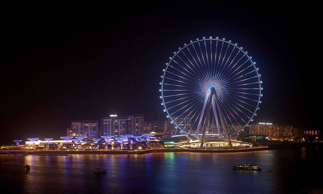 A roda-gigante Ain Dubai se destaca na paisagem da Bluewaters Island, uma ilha artificial em frente à Dubai Marina, e que será inaugurada em 21 de outubro Foto: GIUSEPPE CACACE / AFP