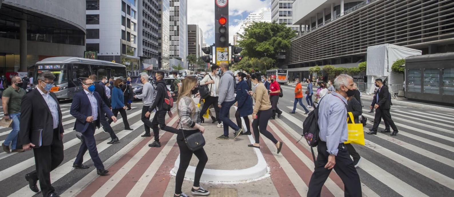 Fim das restrições em São Paulo: depois de um ano e cinco meses com medidas restritias, ruas, como a Avenida Paulista, estão movimentadas Foto: Edilson Dantas / Agência O Globo