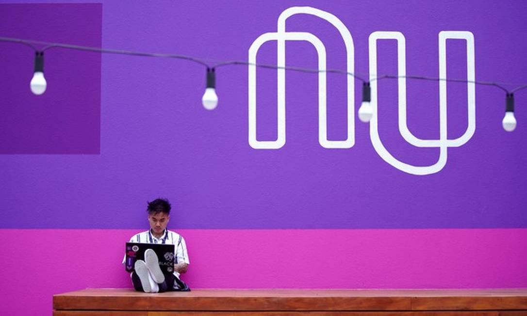 Funcionário na sede do Nubank, em São Paulo Foto: Divulgação