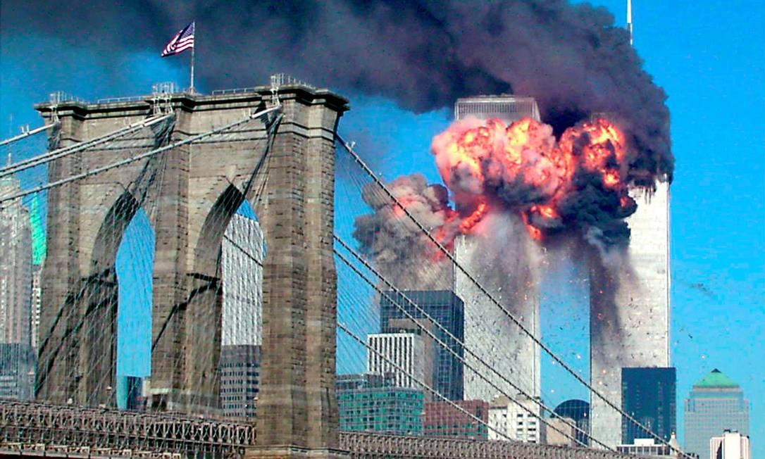 Segunda torre do World Trade Center em chamas após impacto de um dos aviões sequesrtrados em 11 de setembro de 2001 Foto: Sara K. Schwittek / REUTERS/11-9-2001