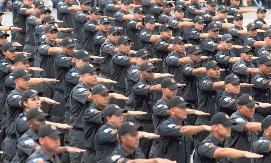 Solenidade de formatura de 375 novos Policiais Militares no Centro de Formação e Aperfeiçoamento de Praças da Polícia Militar, em Sulacap Foto: Fabiano Rocha / Agência O Globo