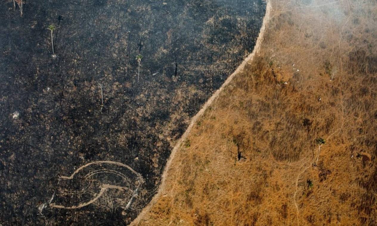 Registro de área queimada da floresta exibe o avanço do desmatamento da Amazônia Foto: VICTOR MORIYAMA/NYT / NYT