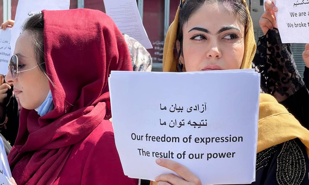O pequeno protesto dde mulheres contra o Talibã terminou em violência Foto: STRINGER / REUTERS
