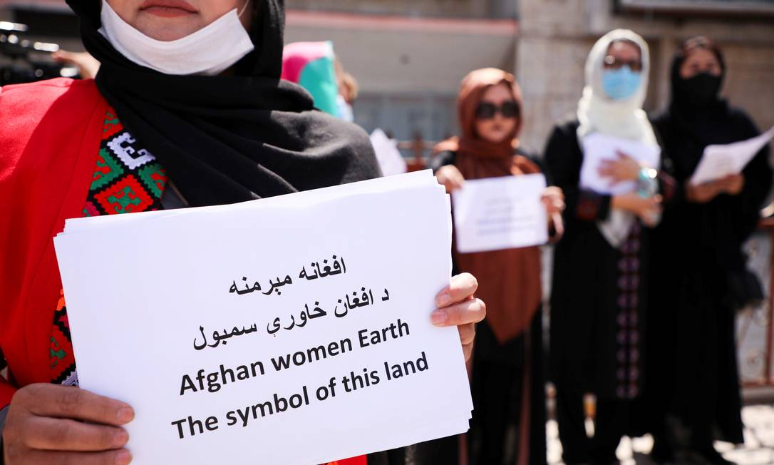 O Talibã ter prometeu um governo mais inclusivo e moderado, mas muitos afegãos, sobretudo mulheres, permanecem céticos e temem o futuro Foto: STRINGER / REUTERS