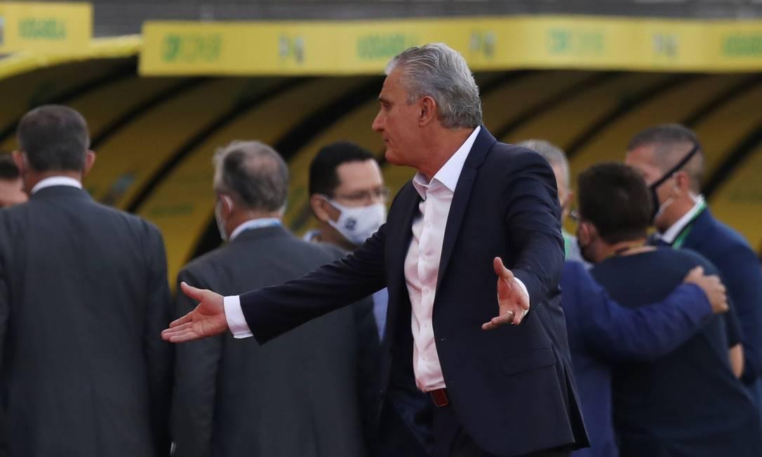 O técnico Tite durante interrupção do jogo Foto: AMANDA PEROBELLI / REUTERS