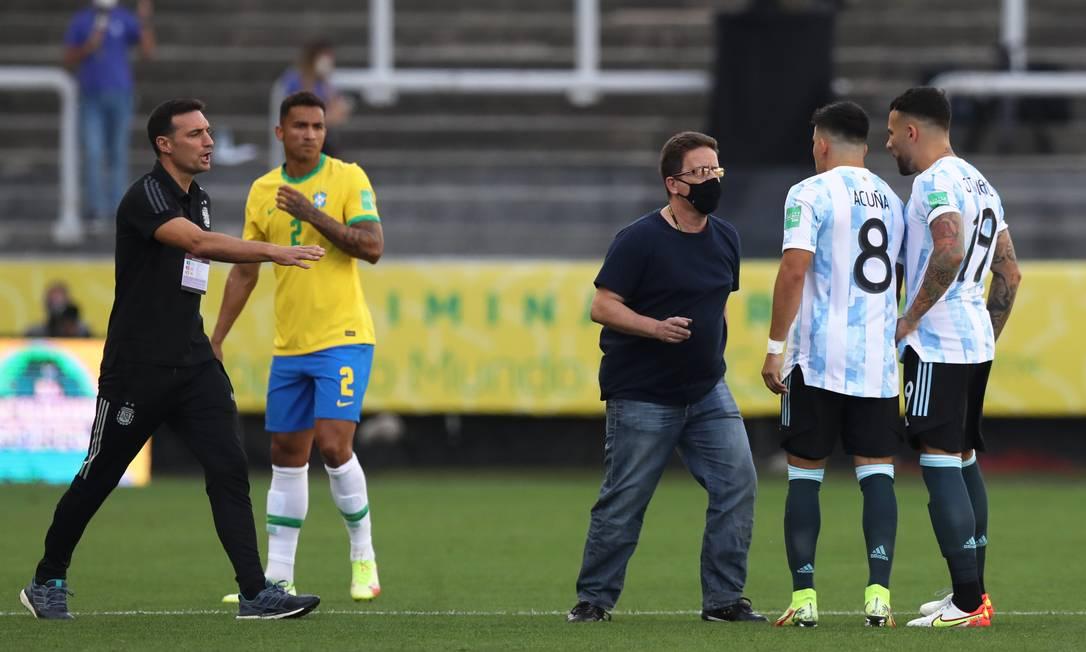 Agentes da Anvisa argumentam que quatro jogadores da Argentina não podem exercer qualquer atividade no Brasil antes de passar por uma quarentena pois estiveram, antes, no Reino Unido Foto: AMANDA PEROBELLI / REUTERS