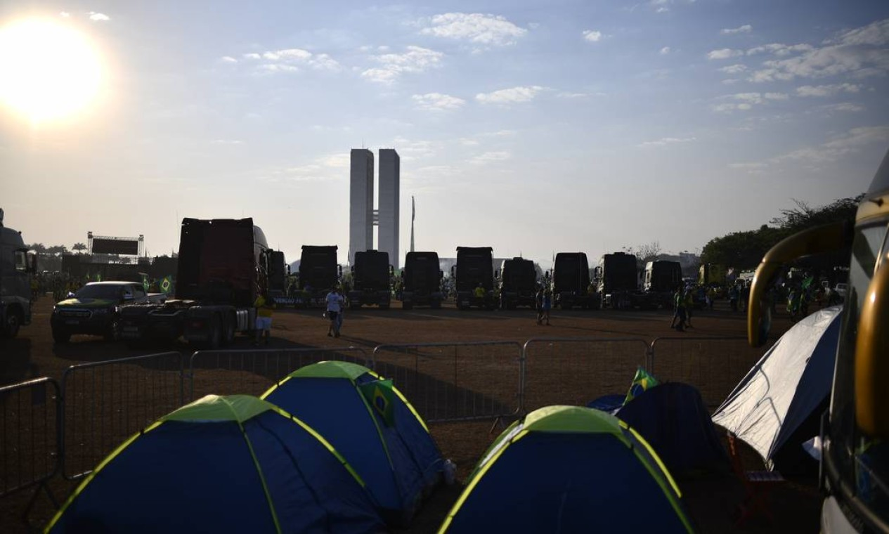 Apoiadores do presidente Jair Bolsonaro acampam próximo à Esplanada dos Ministérios Foto: Mateus Bonomi / Agência O Globo