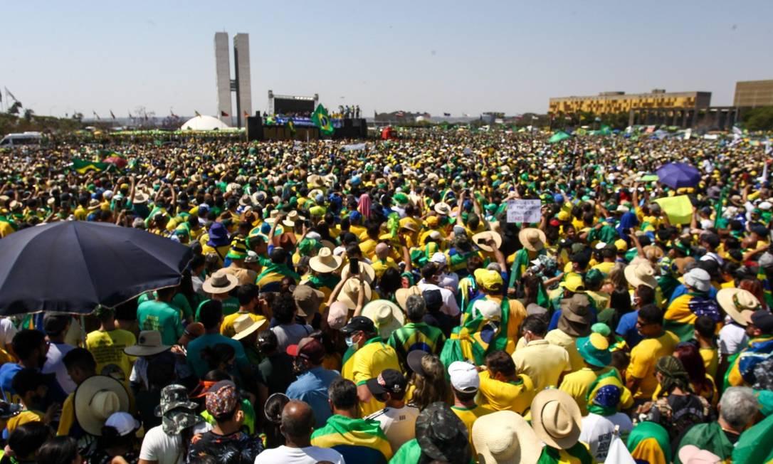 Multidão assista ao discurso do Bolsonaro na Esplanada dos Ministérios Foto: Agência O Globo