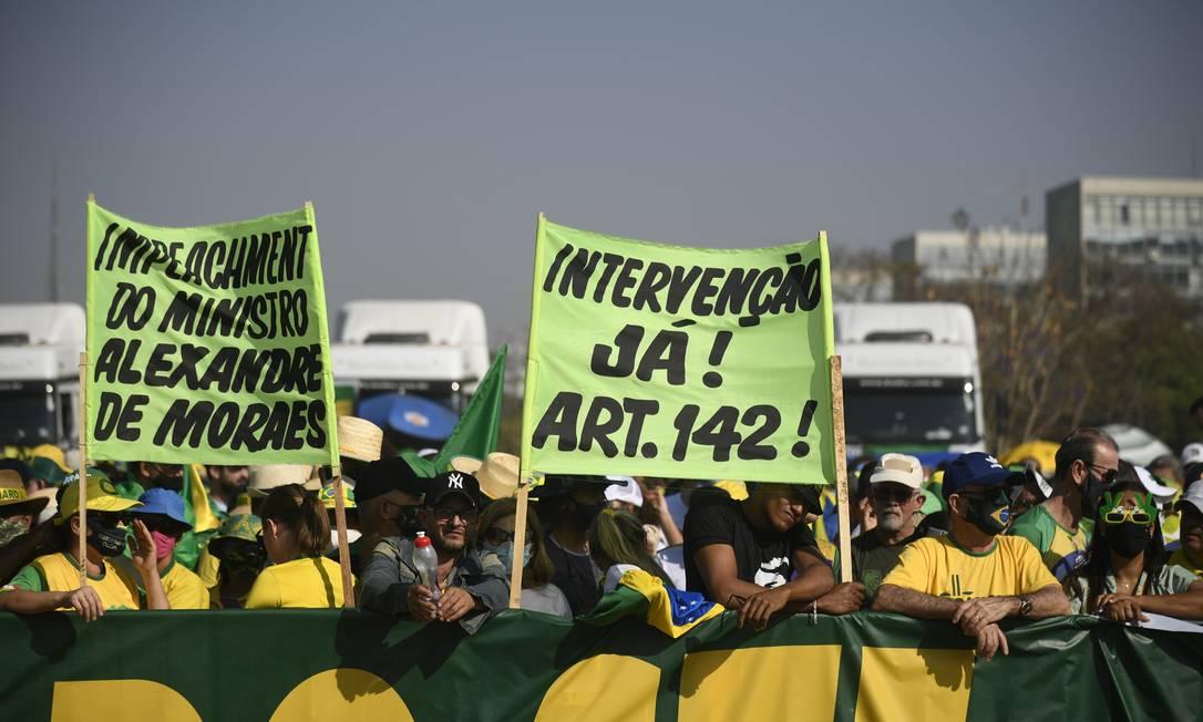 Apoiadores do presidente pedem intervenção – lê-se ditadura – militar durante ato em Brasília Foto: Mateus Bonomi / Agência O Globo