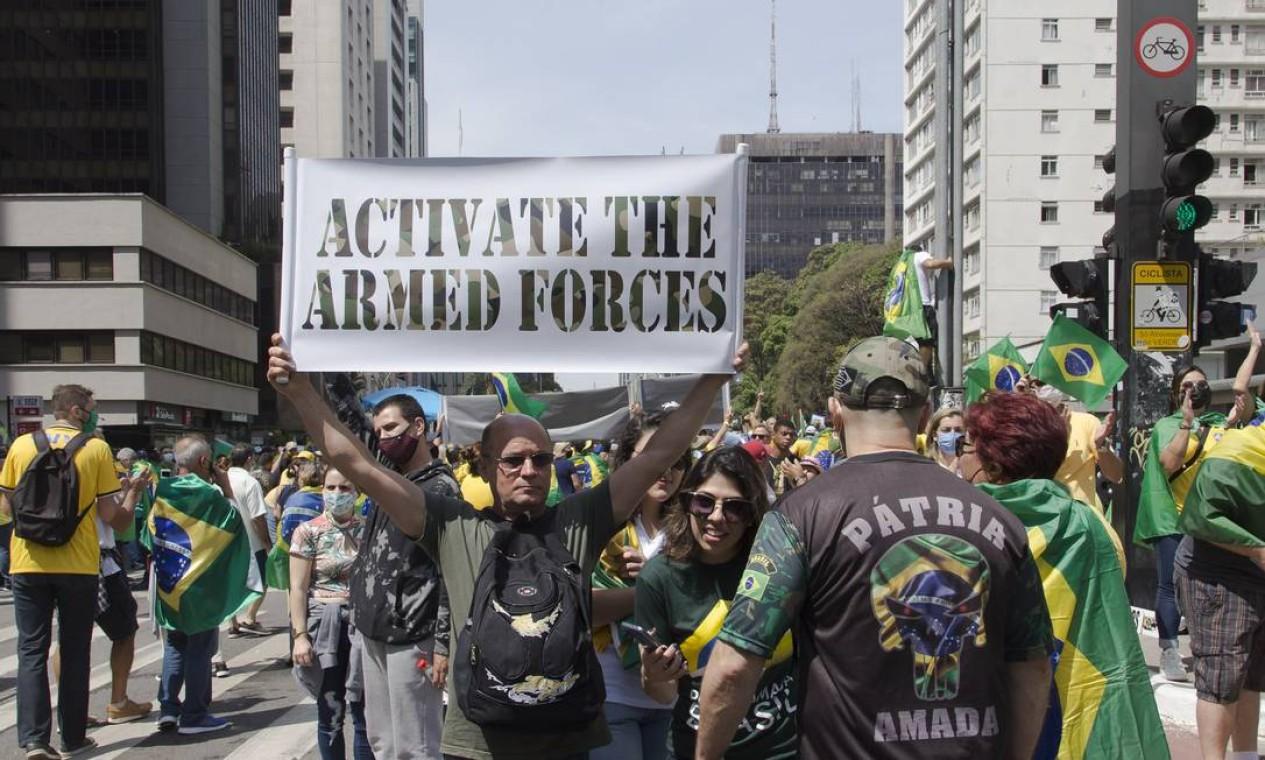 """""""Ativar as Forças Armadas"""" Foto: Edilson Dantas / Agência O Globo"""