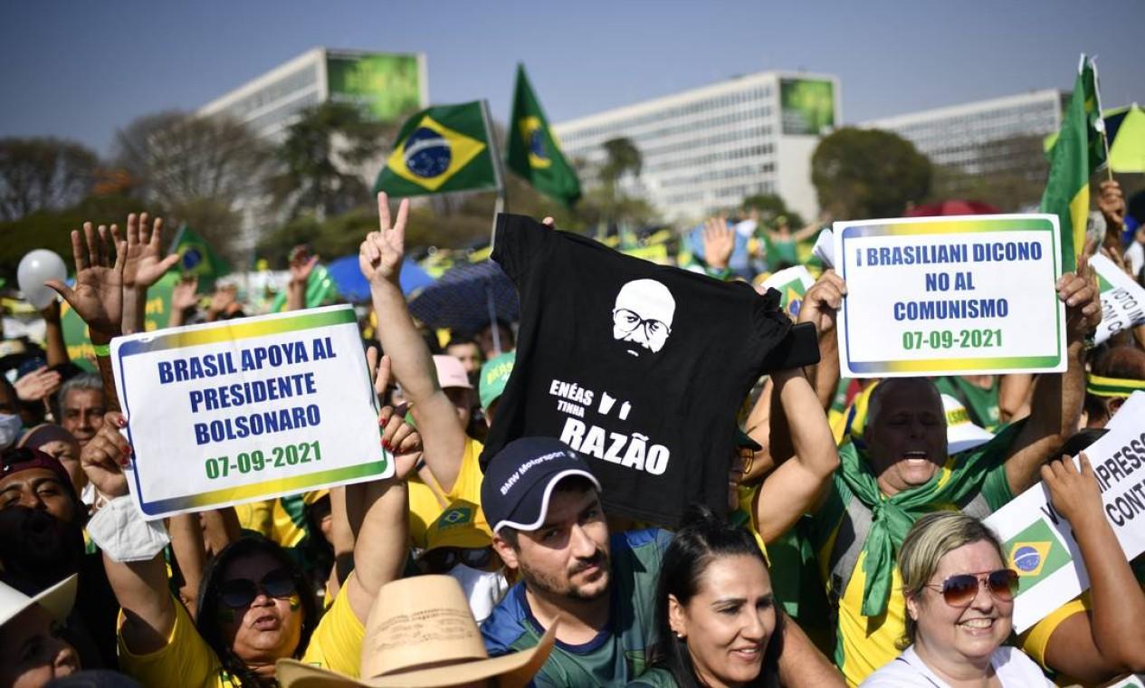 """""""Brasil apoia o presidente Bolsonaro"""", diz o cartaz em es Foto: Mateus Bonomi / Agência O Globo"""
