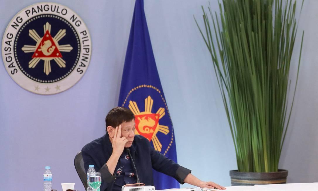 Presidente Rodrigo Duterte durante reunião na sede do governo, em Manila Foto: KARL ALONZO / AFP