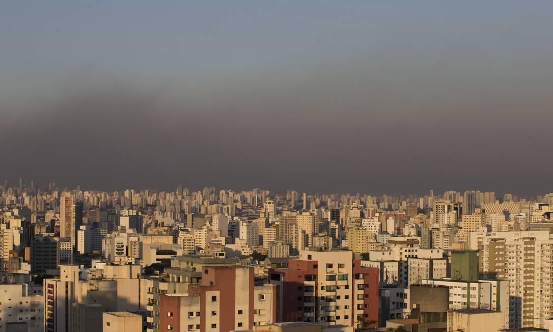 Nuvem de poluição sobre a cidade de São Paulo em julho de 2020 Foto: Edilson Dantas / Agência O Globo