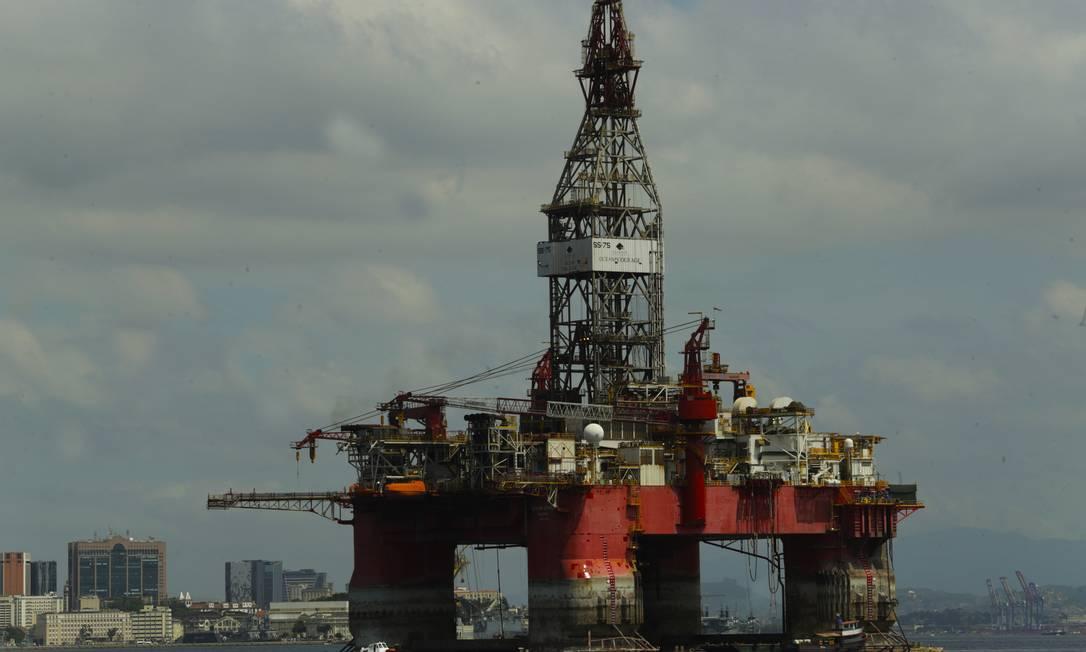 Plataforma de petróleo em Niterói Foto: Antonio Scorza / Agência O Globo (10/03/2021)