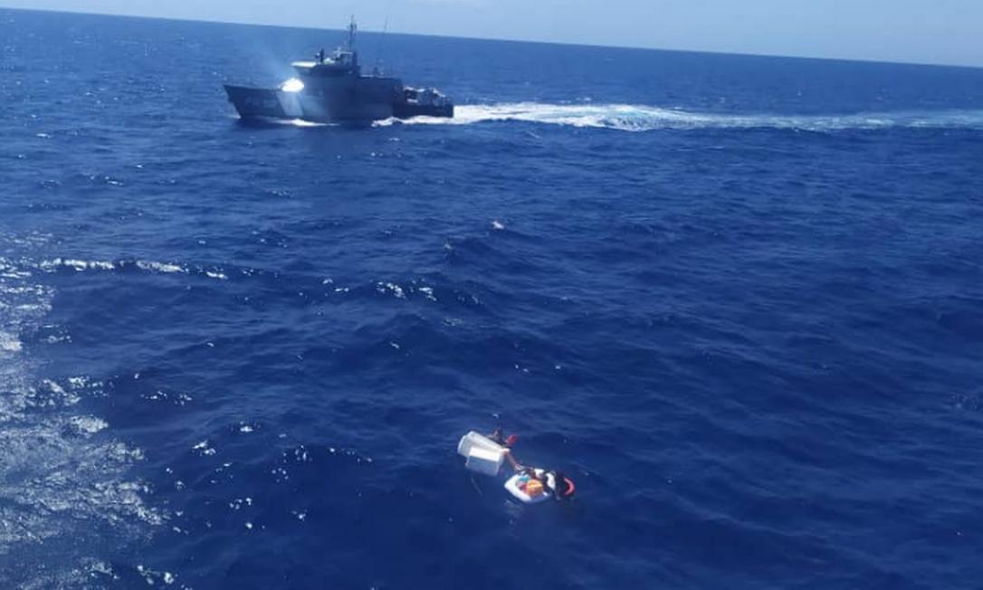Duas mulheres e duas crianças foram resgatadas quatro dias após naufrágio de lancha na Venezuela Foto: Reprodução/Twitter/ @inea_venezuela