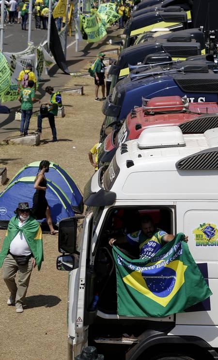 Grande quantidade de caminhões permaneceu estacionada próximo ao Congresso Nacional, depois das manifestações de apoio ao presidente Bolsonaro Foto: Cristiano Mariz / Agência O Globo 08/09/2021
