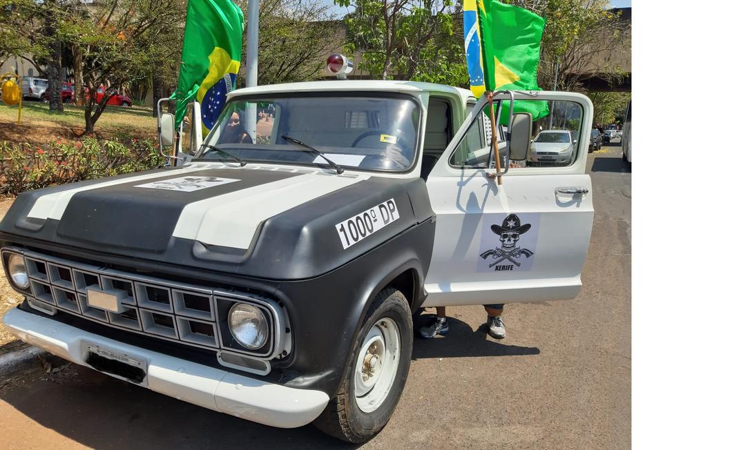 Veículo caracterizado como a Veraneio usada na Ditadura Militar (1964-1985) foi exibido nos atos bolsonaristas Foto: Evandro Éboli / Agência O Globo