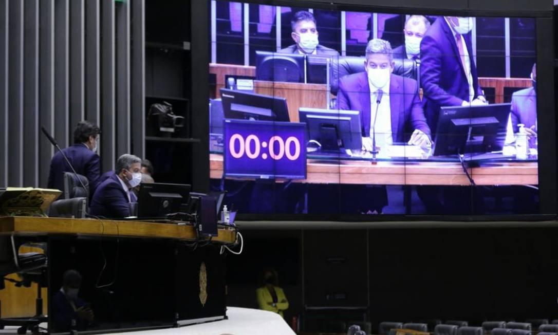 O presidente da câmara, Arthur Lira, comanda sessão de votação do Código Eleitoral 09/09/2021 Foto: Agência Câmara