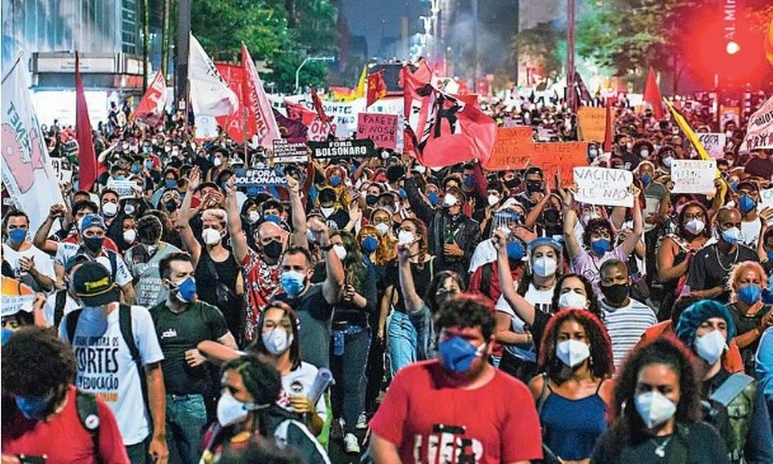 Manifestantes protestam na Av. Paulista contra o Presidente da República Jair Bolsonaro Foto: Edilson Dantas / Agencia O Globo