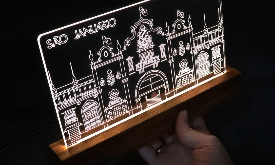 Design. A fachada de São Januário, uma paixão para os vascaínos, encaixada numa base de madeira Foto: Divulgação