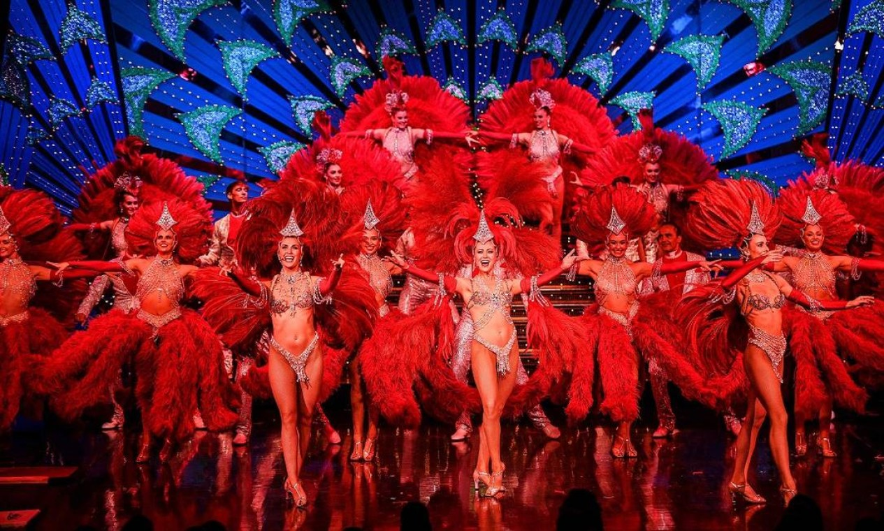 Bailarinas durante os ensaios que antecederam a reabertura do Moulin Rouge, em Paris, após um ano e meio sem apresentações Foto: CHRISTOPHE ARCHAMBAULT / AFP
