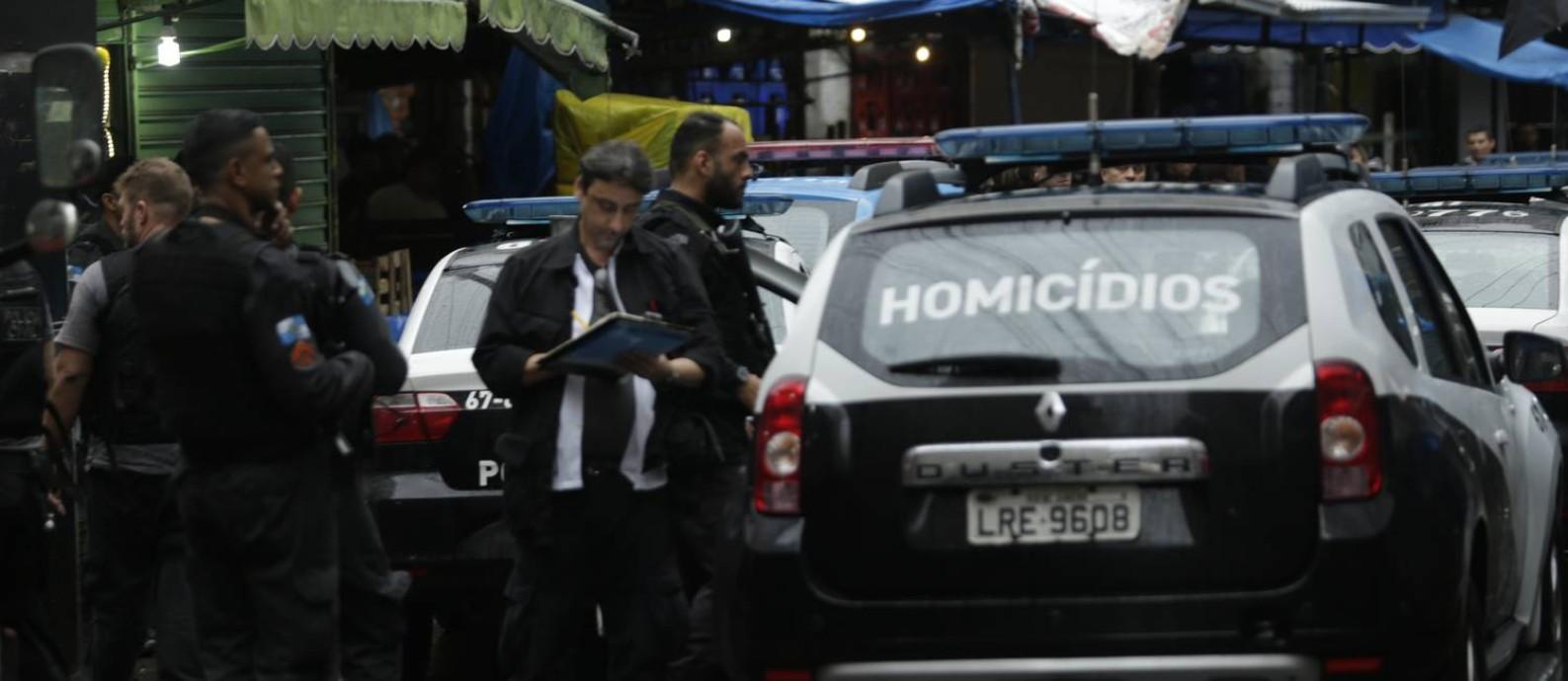 Viatura da Delegacia de Homicídios na Rocinha Foto: Gabriel de Paiva/23.10.2017 / Agência O Globo