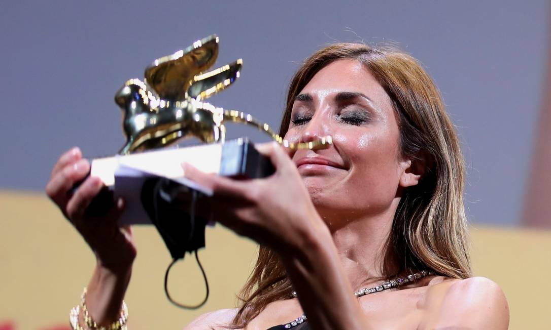A cineasta Audrey Diwan recebe o Leão de Ouro em Veneza Foto: YARA NARDI / REUTERS