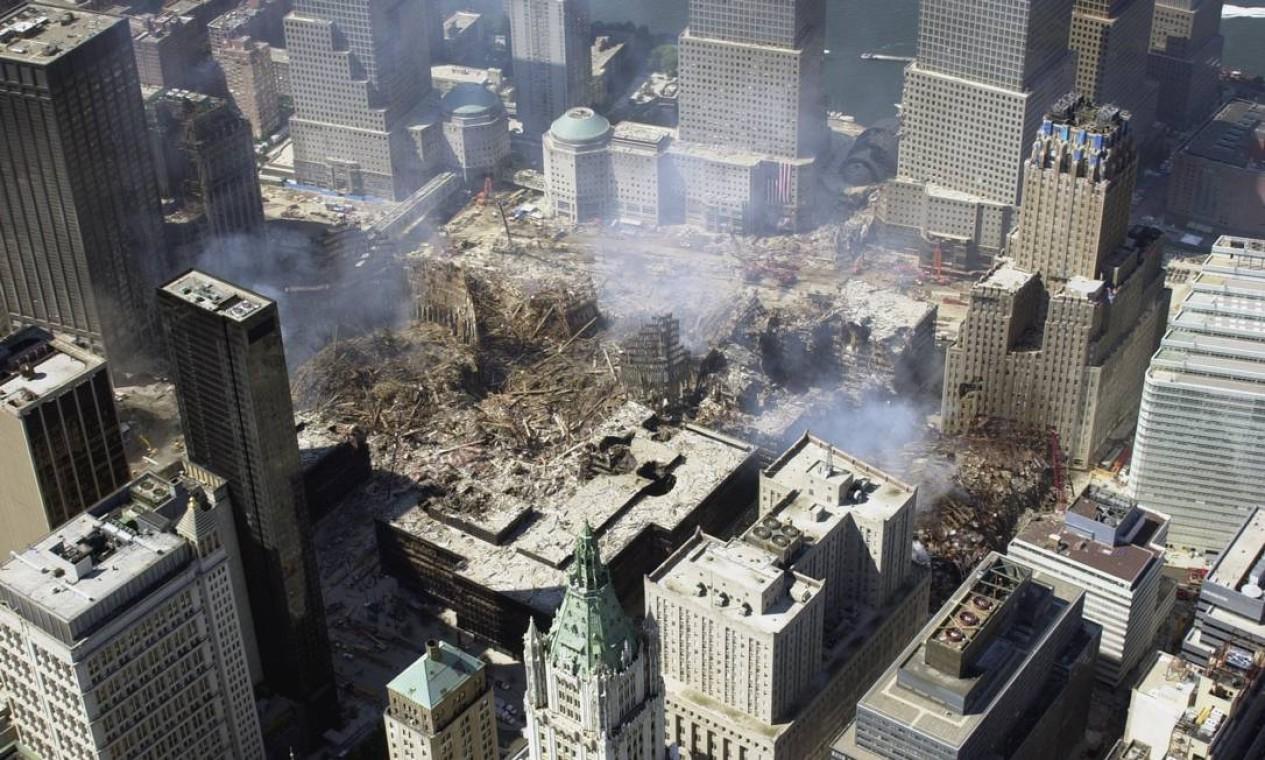Imagem aérea mostra o vão deixado pelo desabamento das torres gêmeas Foto: NYC Office of Emergency Management