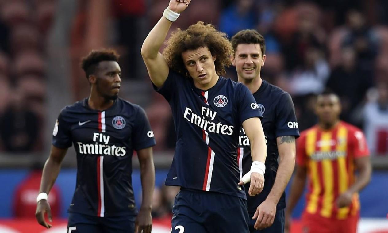 David Luiz comemora gol pelo Paris Saint-Germain, clube pelo qual disputou 89 partidas. Marcou oito gols e deu quatro assistências Foto: Loic Venance