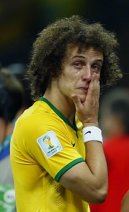 David Luiz chora após derrota por 7 a 1 para a Alemanha, na semifinal da Copa do Mundo de 2014, no Brasil. A partida aconteceu no Mineirão Foto: EDDIE KEOGH
