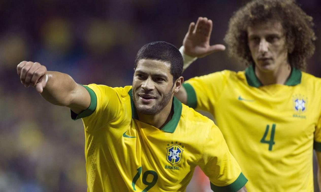David Luiz e o atacante Huck, que aturam juntos pela seleção, vão se reencontrar no campeonato brasileiro Foto: Chris Young