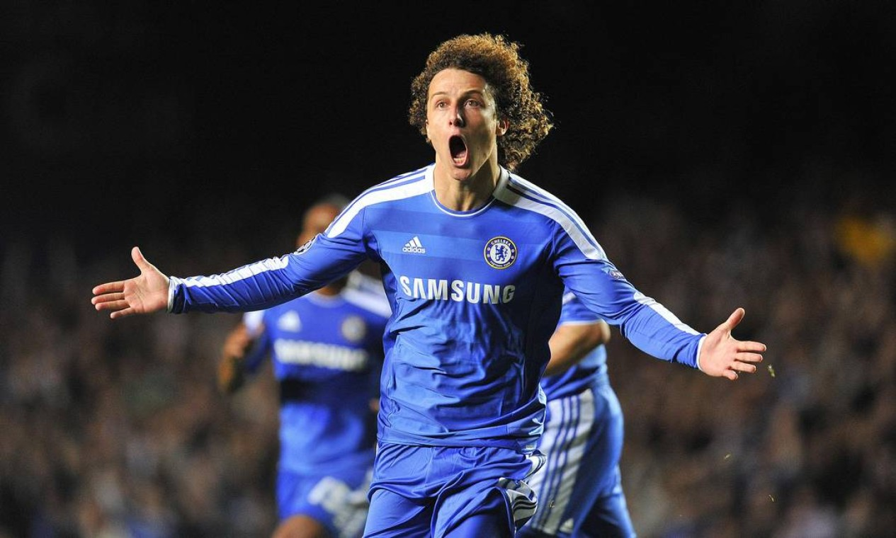 David Luiz depois de marcar gol pelo Chelsea contra o Bayer Leverkusen em partida válida pela Champions League, em 2011 Foto: TOBY MELVILLE