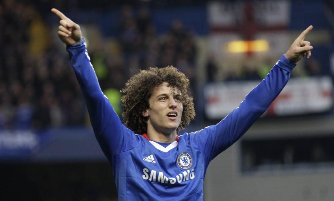David Luiz depois de marcar gol pelo Chelsea, clube onde mais jogou na carreira. Foram 248 partidas, com 18 gols e 12 assistências Foto: Sang Tan